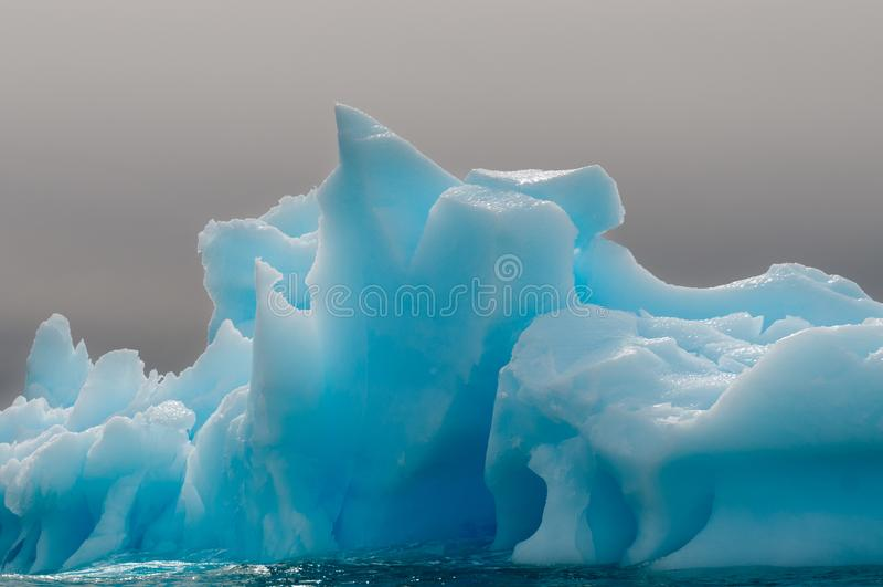 Wietrzejący błękitny lodowa lód, Antarktyczny półwysep obraz stock