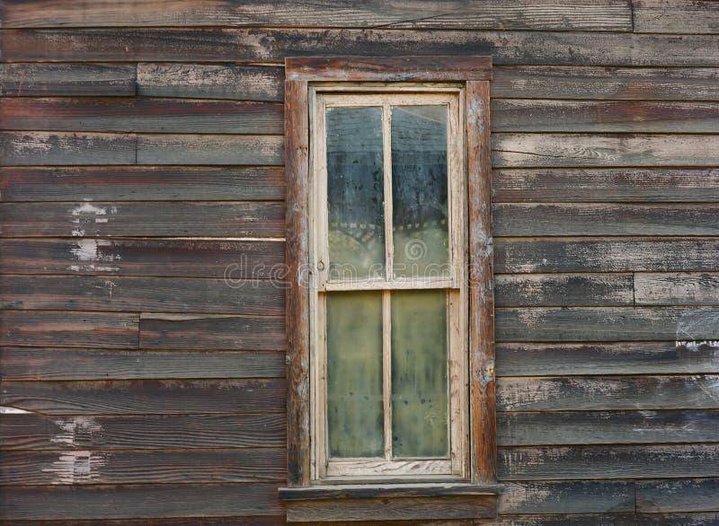 Wietrzejący okno na starym zachodnim budynku fotografia royalty free