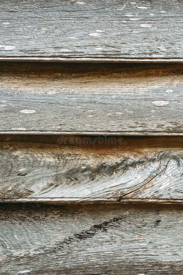 Wietrzeję starzał się popielatą drewnianą teksturę z rzędem gwoździe i keyholes obrazy stock