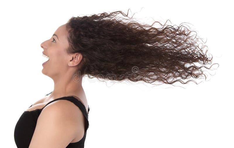 Wietrzny: profil roześmiana kobieta z podmuchowym włosy w wiatrowym isola fotografia royalty free