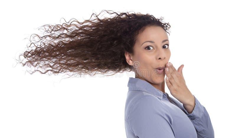 Wietrzny: zdziwiona kobieta z podmuchowym włosy w wiatrze odizolowywającym na wh fotografia stock