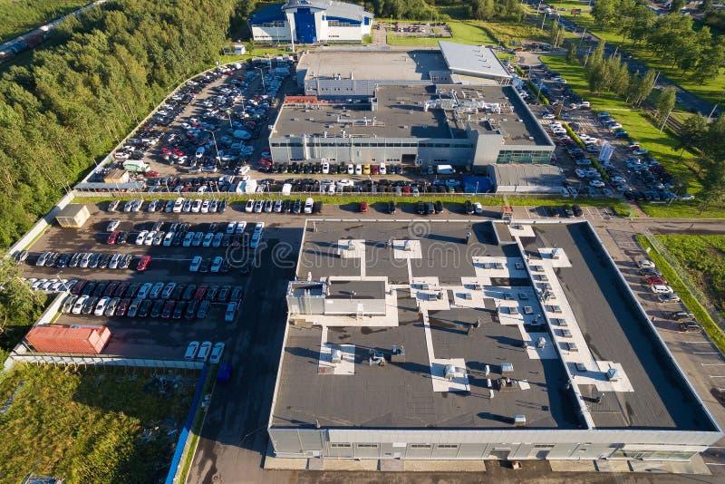 Wiew aéreo do centro do concessionário automóvel foto de stock