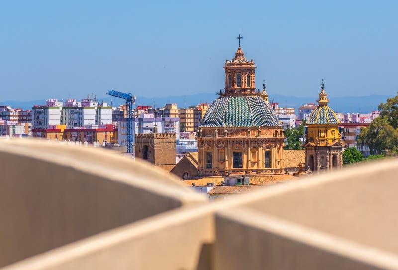 Wiew av staden av Seville med en kyrka från den Metropol slags solskydd Seville plocka svamp, Seville, Andalusia, Spanien arkivbild