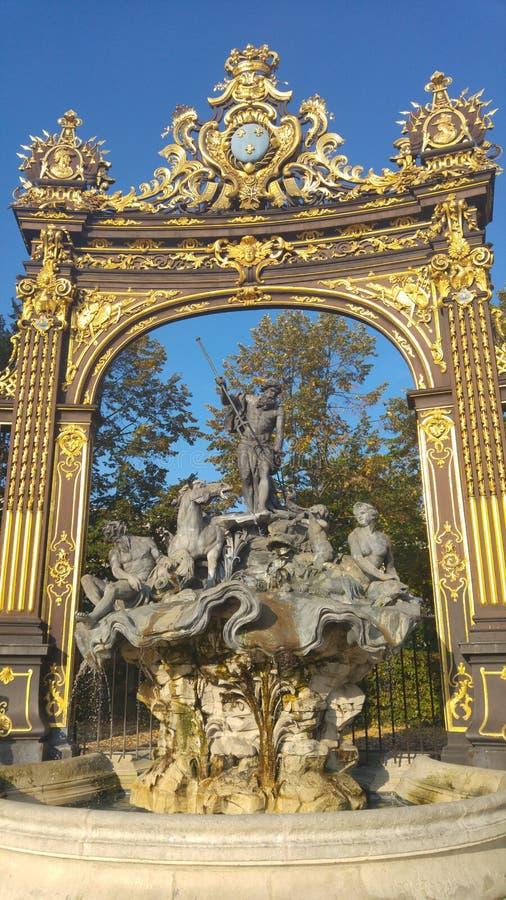 Wiew bij de Neptun-fontein op de plaats van Stanislas in Nancy, Frankrijk stock foto's