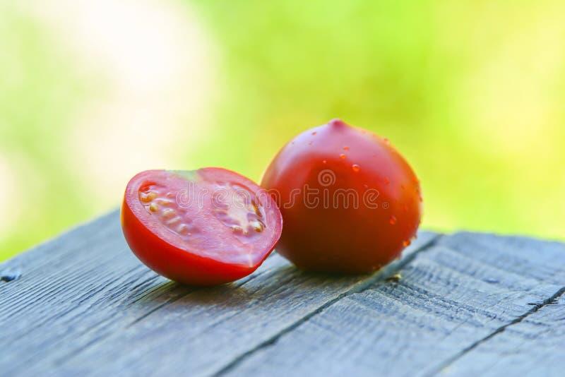 Download Świezi pomidory na stole obraz stock. Obraz złożonej z lifestyle - 57650639