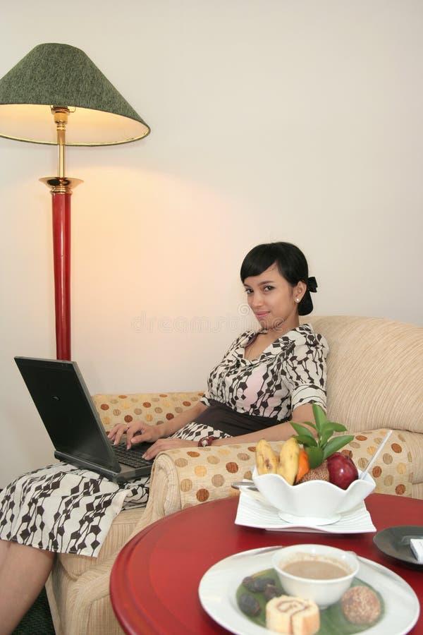 Wifi nella camera di albergo immagine stock