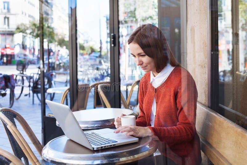 Wifi no café imagens de stock