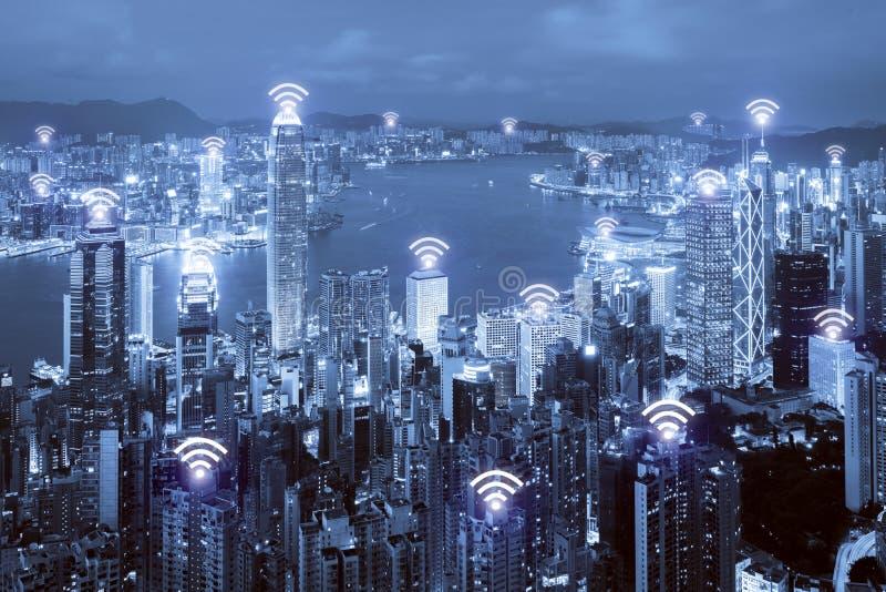 Wifi symbol och Hong Kong stad med anslutning för trådlöst nätverk H fotografering för bildbyråer