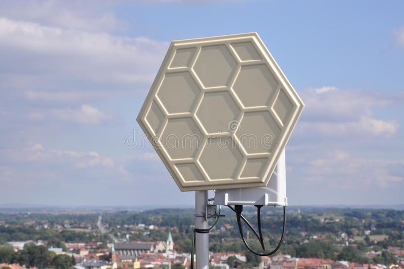 Wifi Systeme auf einem Stahlmast lizenzfreie stockfotos