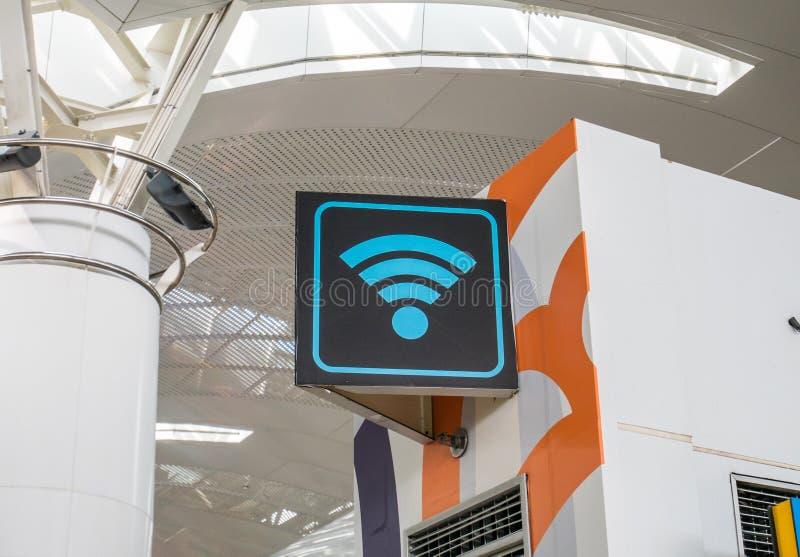 WiFi w Lotniskowym Signage obrazy royalty free