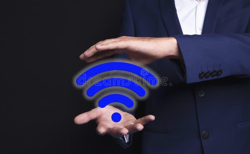 Wifi w rękach biznesmen obrazy stock