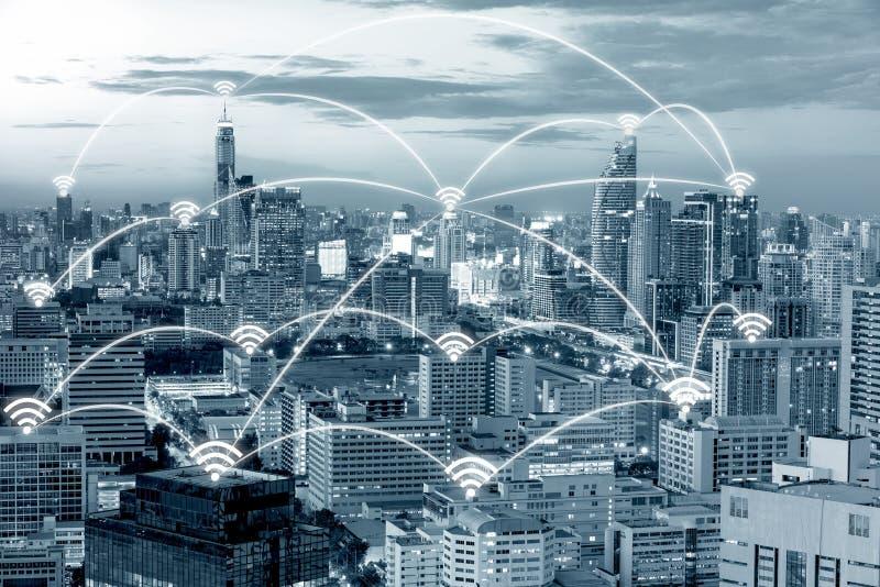 Wifipictogram en de stad van Bangkok met het concept van de netwerkverbinding stock afbeeldingen