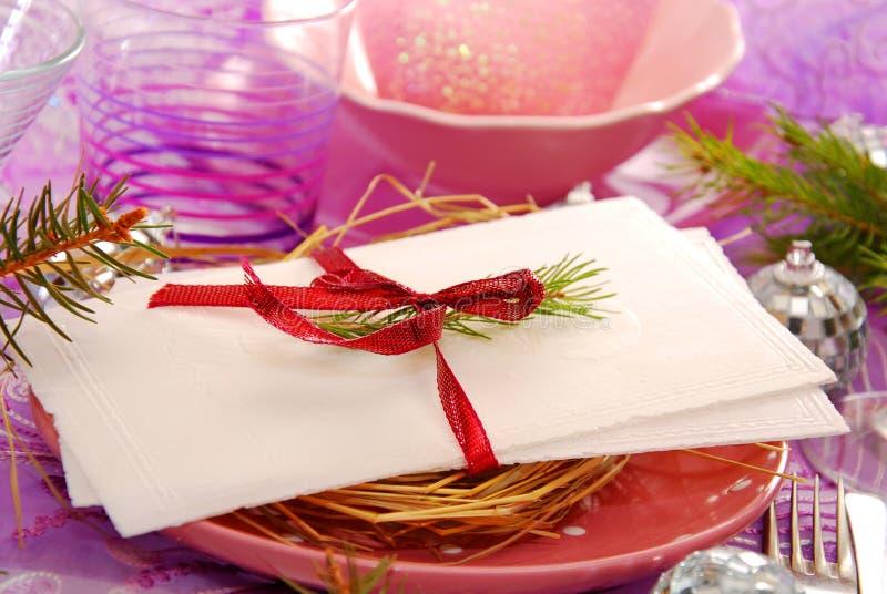 Wigilii opłatek na talerzu z sianem obrazy stock