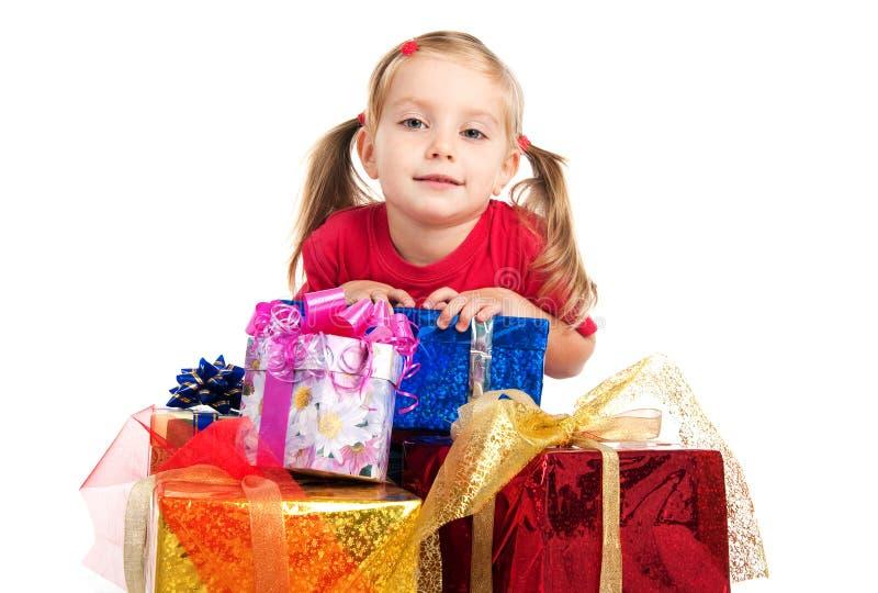 Wih de la muchacha los presentes imágenes de archivo libres de regalías