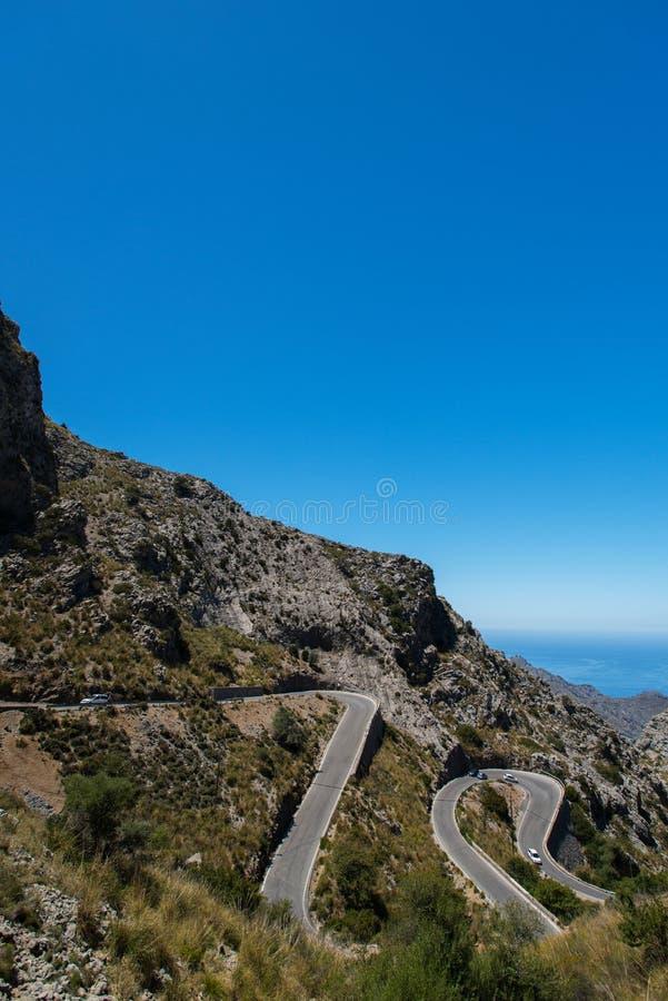 Wijąca droga w górze w Mallorca zdjęcie stock