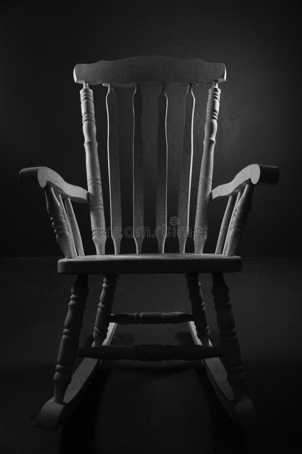 Wij hebben een antieke die stoel met backlight wordt aangestoken royalty-vrije stock foto