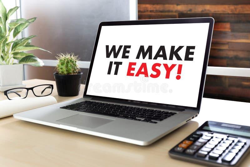 WIJ MAKEN HET GEMAKKELIJK! Commerciële teamhanden op het werk met financiële repo stock foto's