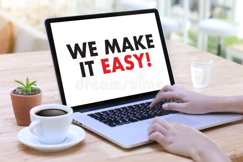 WIJ MAKEN HET GEMAKKELIJK! Commerciële teamhanden op het werk met financiële repo stock afbeeldingen