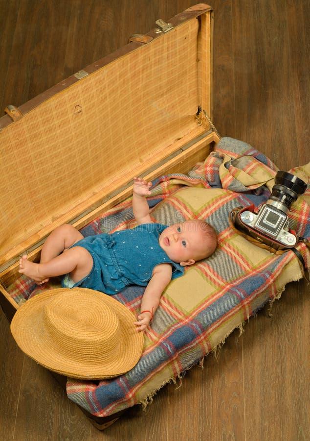 Wij wachten op u Kinderjarengeluk Fotojournalist Sweet weinig baby Het nieuwe leven en geboorte Familie Kinderverzorging royalty-vrije stock foto