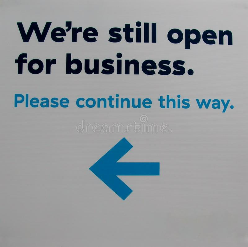Wij zijn zijn nog open voor bedrijfsteken stock foto