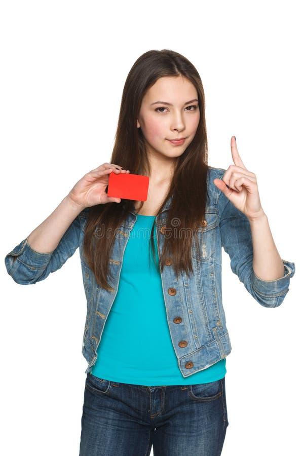 Wijfje die lege creditcard met omhoog vinger tonen stock afbeeldingen