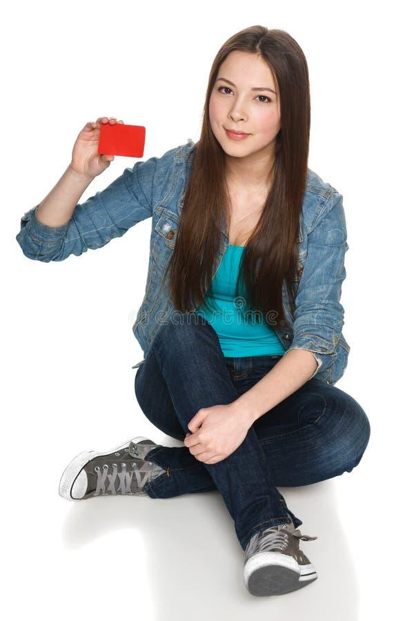 Wijfje die lege creditcard tonen stock foto's
