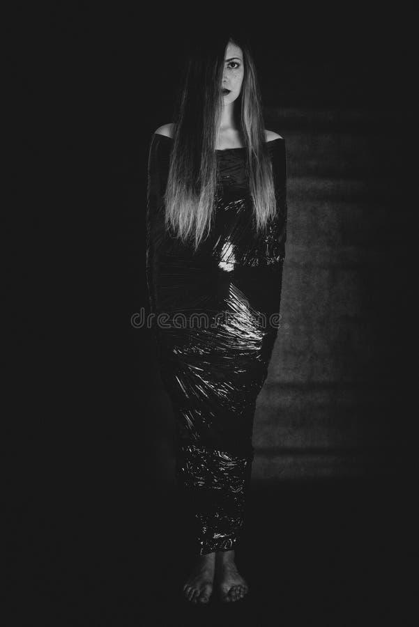 Wijfje in folie - harde depressie stock foto