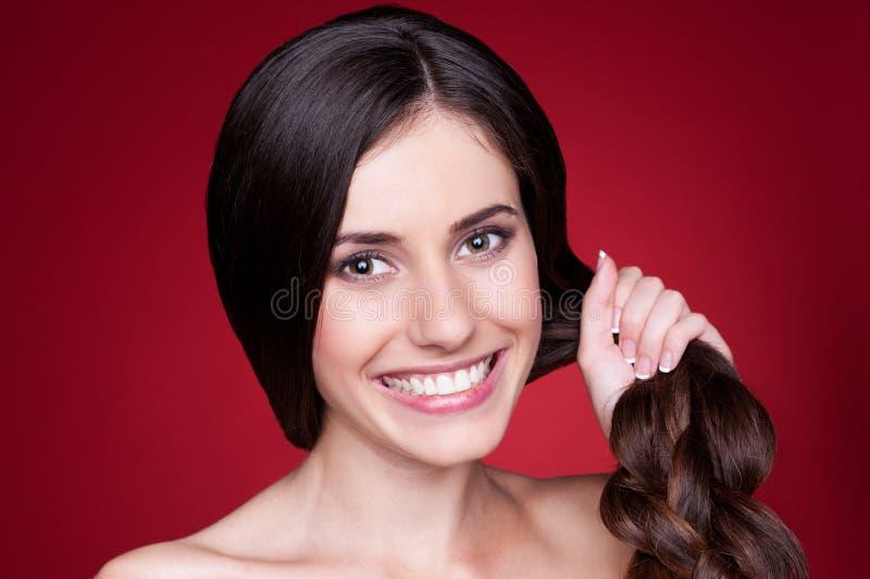 Wijfje met sterk haar stock afbeelding