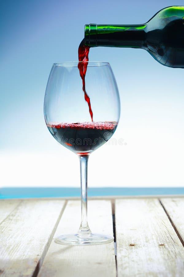 Wijn bij het strand stock afbeelding