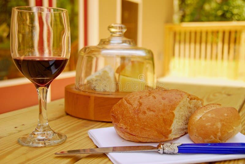 Wijn, Brood en Kaas stock afbeelding