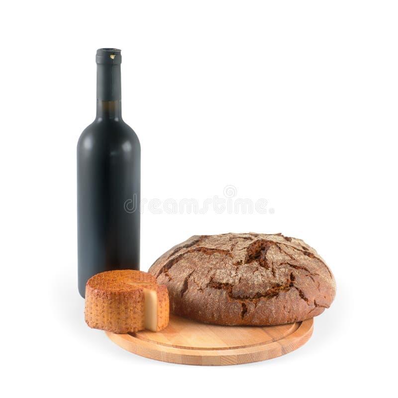 Wijn, brood en kaas op wit met het knippen van weg wordt geïsoleerd die royalty-vrije stock foto's