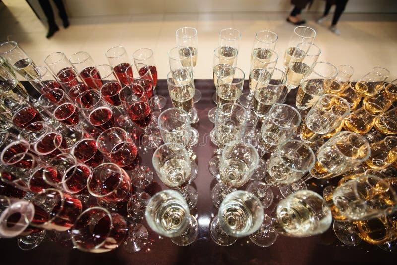 Wijn, champagne, cognacglazen stock afbeeldingen