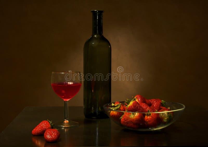 Wijn en aardbei stock fotografie