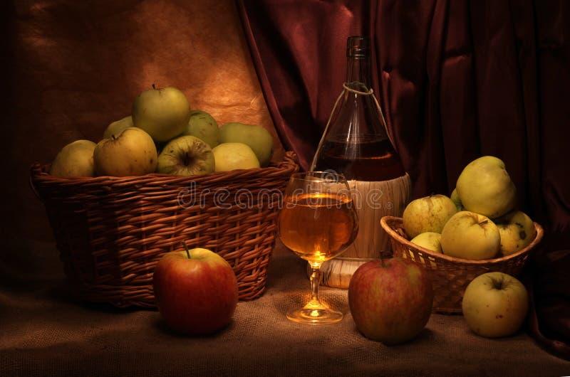 Wijn en appelen royalty-vrije stock fotografie