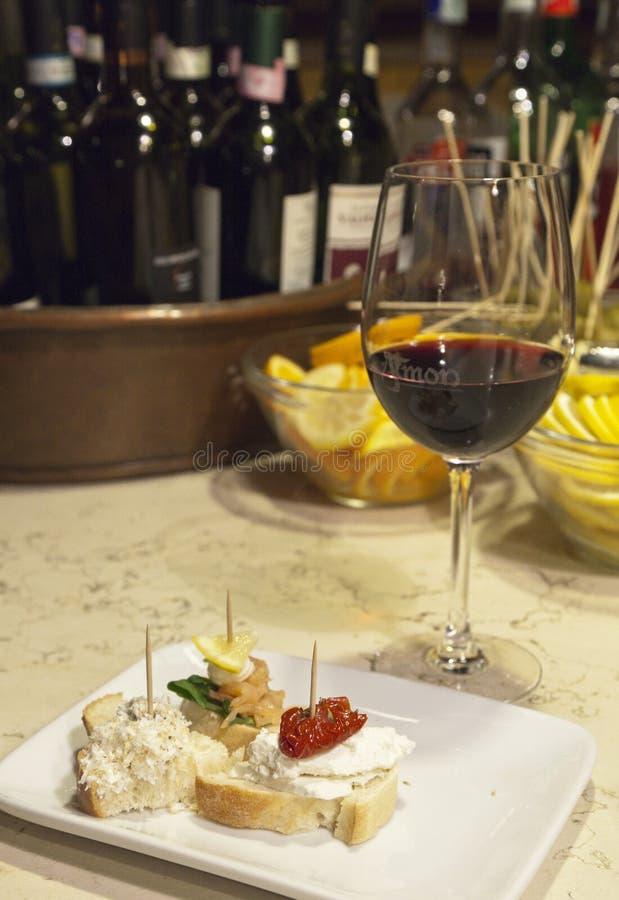 Wijn en beet in bar Al Timon in Venetië royalty-vrije stock afbeelding