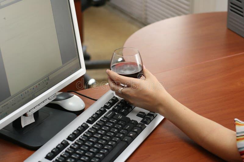 Wijn en computer royalty-vrije stock foto