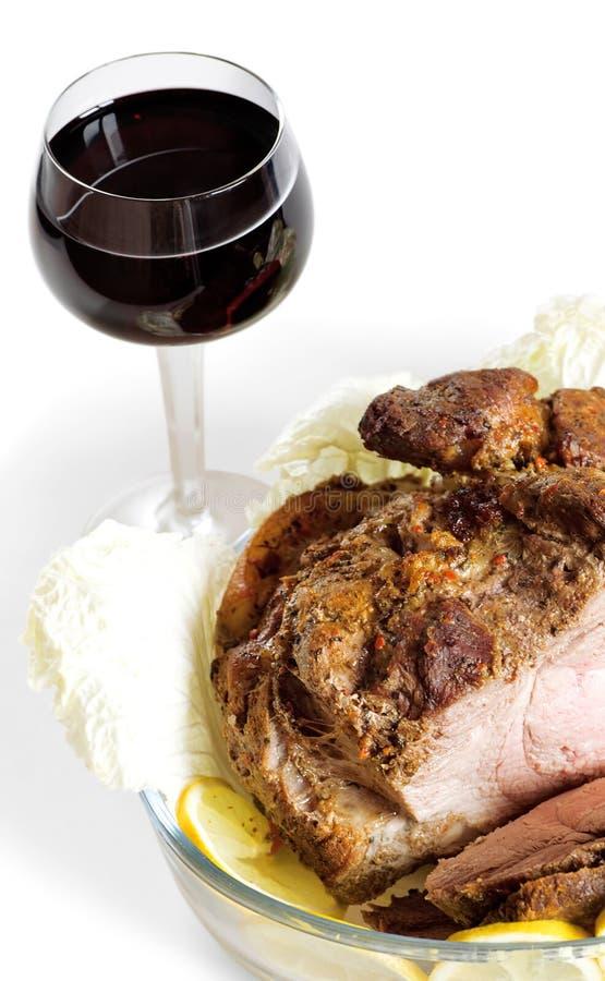 Wijn en gebraden vlees stock afbeeldingen