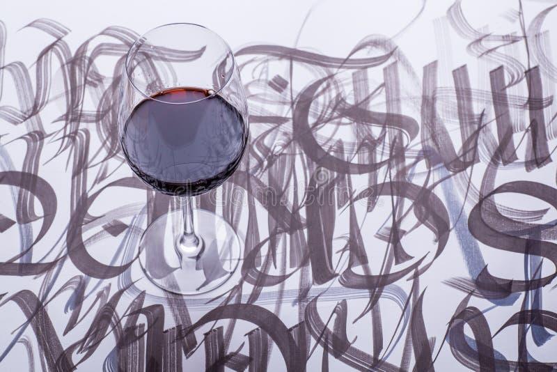 Wijn en kalligrafie stock afbeelding