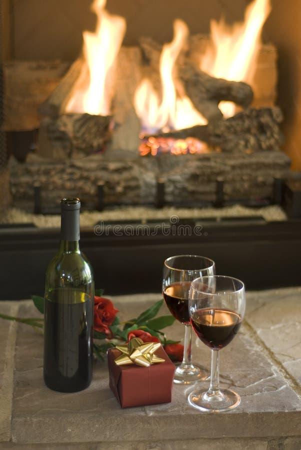 Wijn en rozen stock foto's