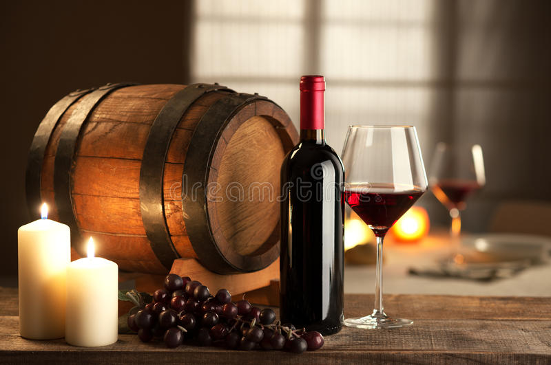 Wijn het proeven bij restaurant royalty-vrije stock foto