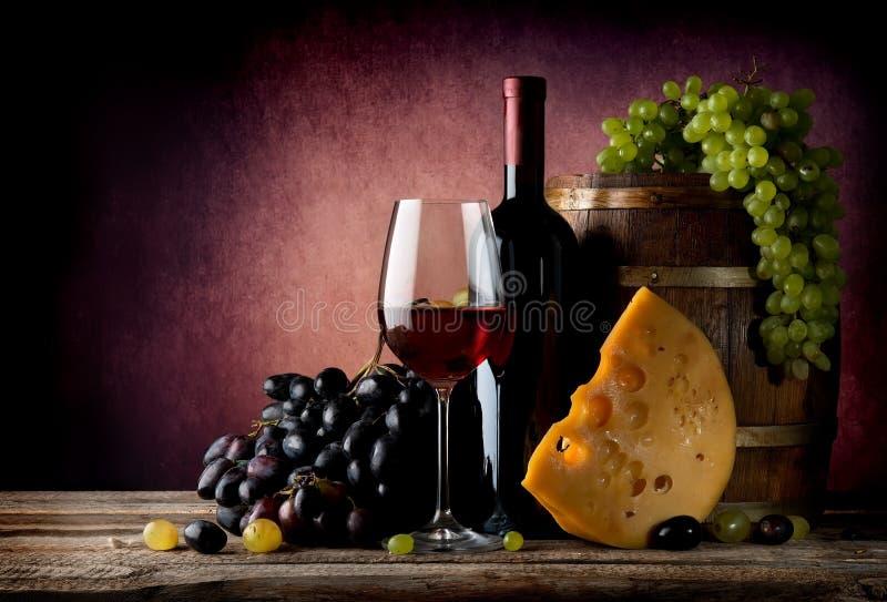 Wijn met maasdam royalty-vrije stock foto's