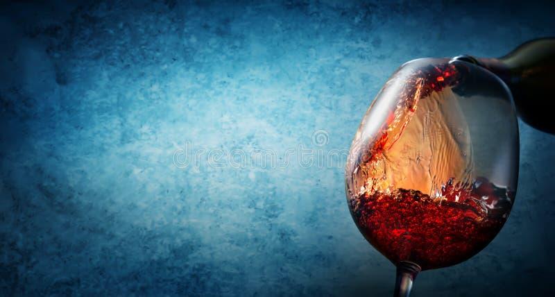 Wijn op geweven blauw royalty-vrije stock afbeeldingen