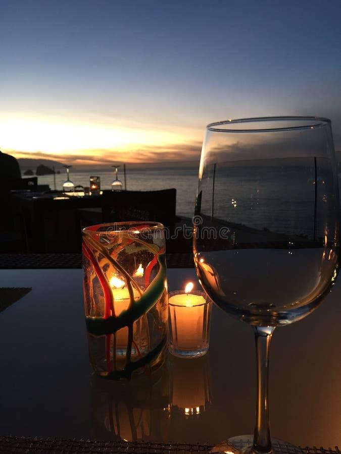 Wijn op het strand stock foto's