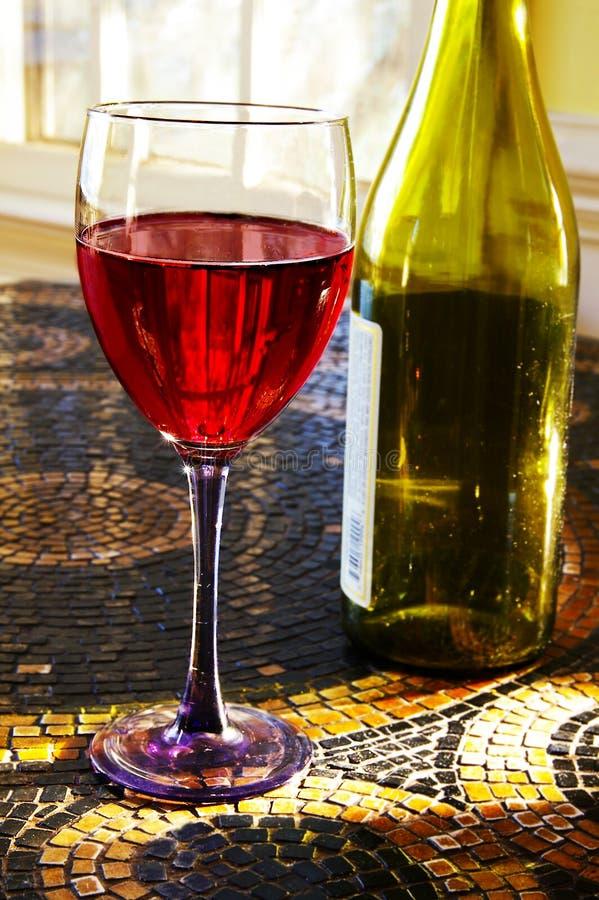 Wijn op tegel royalty-vrije stock foto