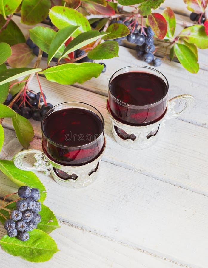 Wijn van aronia stock afbeeldingen