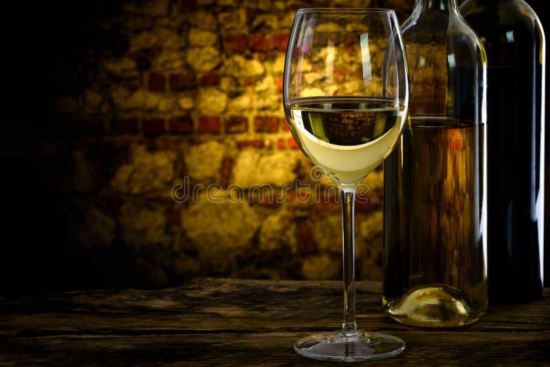 Wijn van de oude wijnkelder stock fotografie