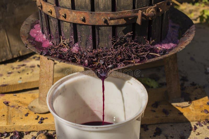 Wijnbereiding Technologie van wijnproductie stock afbeeldingen