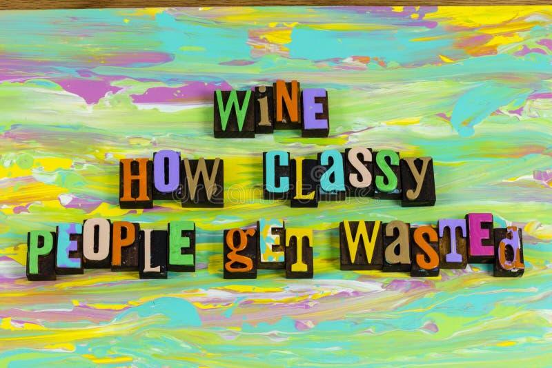 Wijnbier klas mensen verspild met dronken sociaal drinken royalty-vrije stock foto