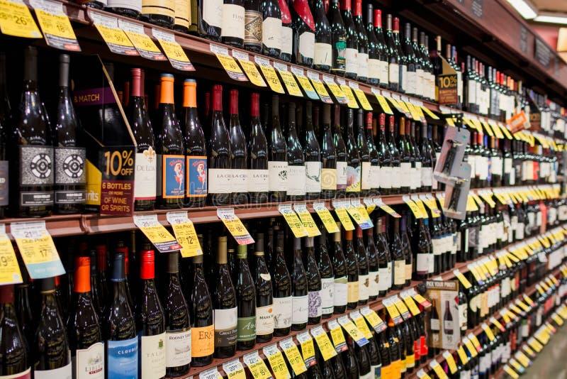 Wijndoorgang in Safeway stock afbeelding