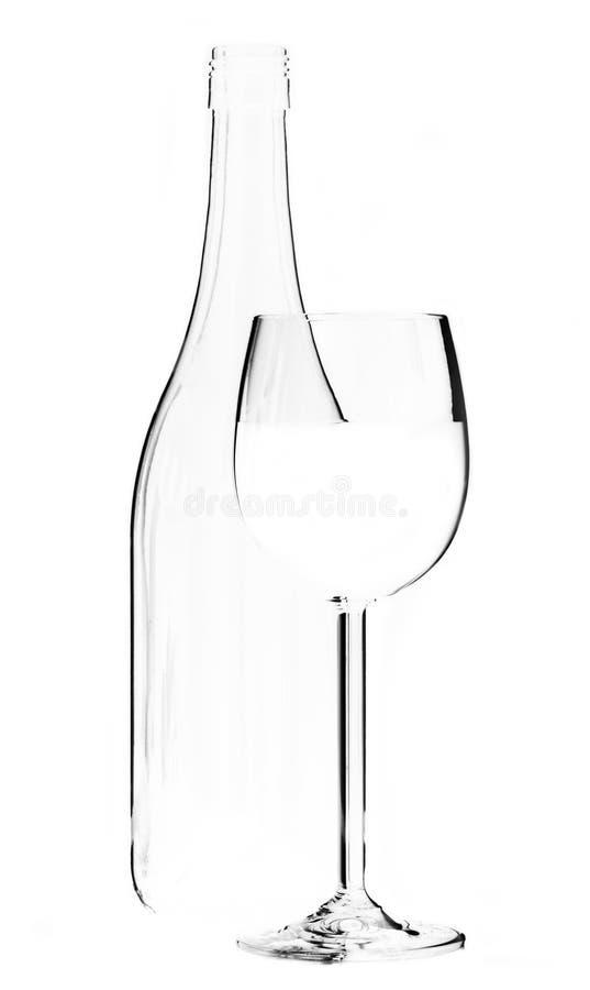 Wijnglas en fles op witte achtergrondrandverlichting stock afbeeldingen